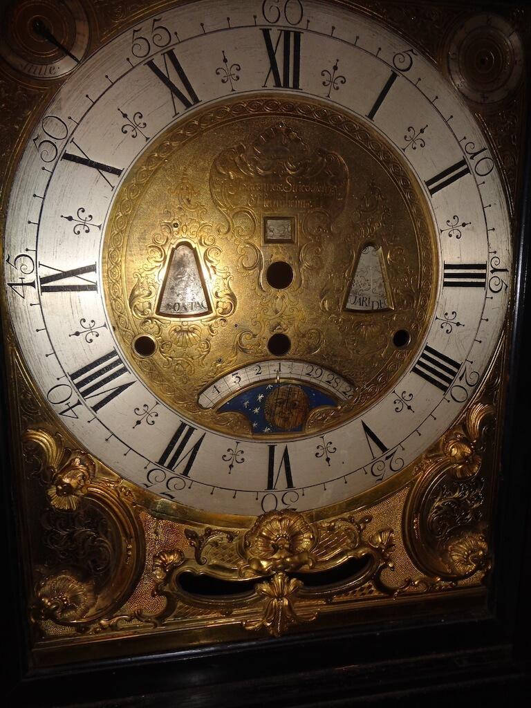 Strickling clock - face detail