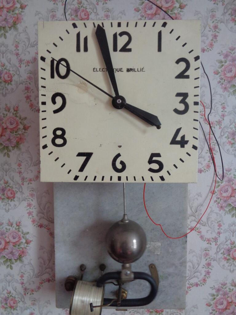 Brille Clock